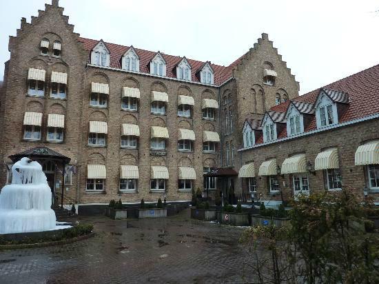 Buitenaanzicht op Hotel-Restaurant Dikke Van Dalen