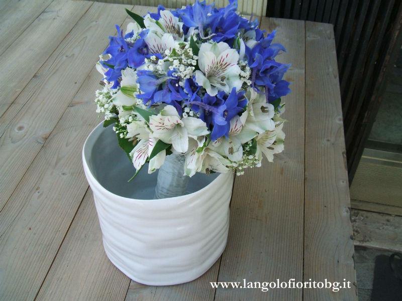 L'angolo fiorito - Bouquet bianco e blù #Fiorista #matrimonio #Bergamo