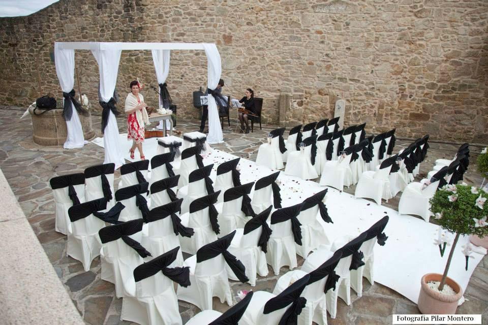 Don bodas disponemos de maestros de ceremonia y confeccionamos vuestro texto totalmente personalizado.