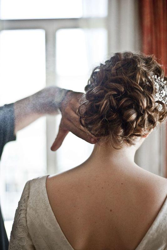 Recogidos preciosos para novia. Trabajamos a domicilio en Madrid y provincias de alrededor.