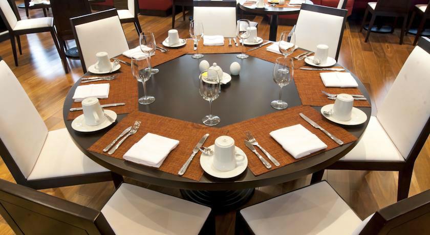 Mesa preparada en el restaurante