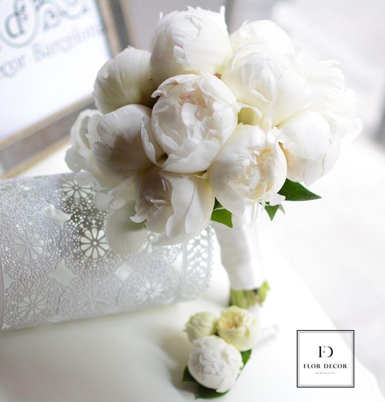 Ramo de novia de peonias blancas