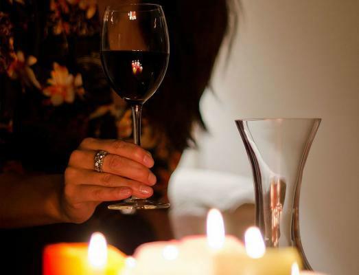 Beispiel: Wir beraten Sie bei der Auswahl des passenden Weins, Foto: 4C Catering.