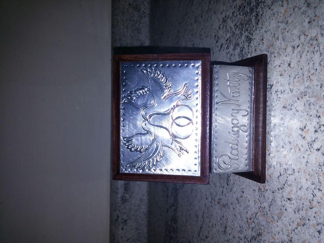 Caja 9x7 cms. palomas con argollas, aluminio