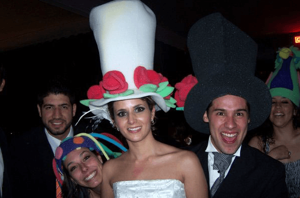 Sombreros y todos los objetos decorativos que se te ocurran para tu boda - Foto El Cotillon