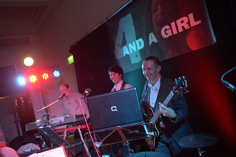 Beispiel: Band bei Auftritt, Foto: 4 and a girl.