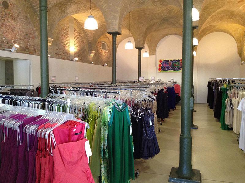 Beispiel: Große Auswahl im Store, Foto: Fashionart Berlin.