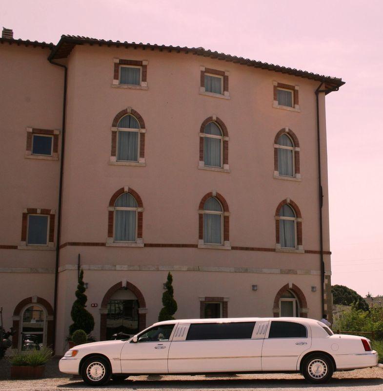 ... In attesa della sposa. Hotel Certaldo (Toscana)