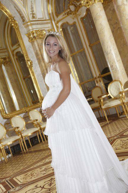 Beispiel: Brautkleid für Schwangere, Foto: Lia Brautmoden.