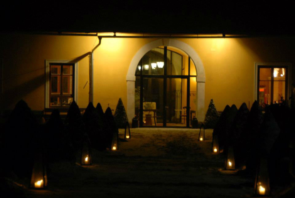 Beispiel: Schloss bei Nacht, Foto: Schloss Ottersbach.