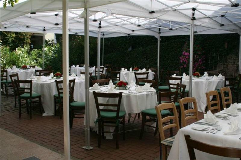 Beispiel: Terrasse, Foto: Weingut Kruger-Rumpf.