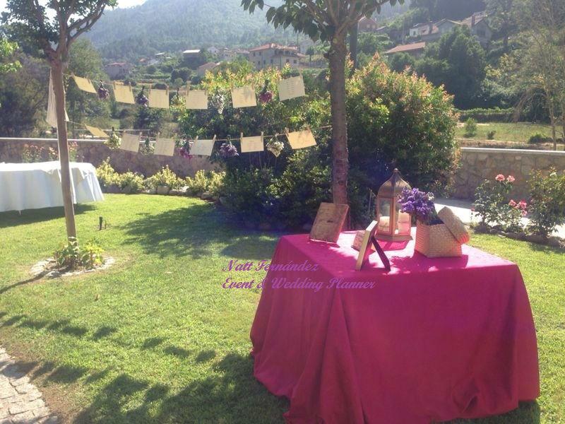 Libro de firmas y secadero de flores con el sitting