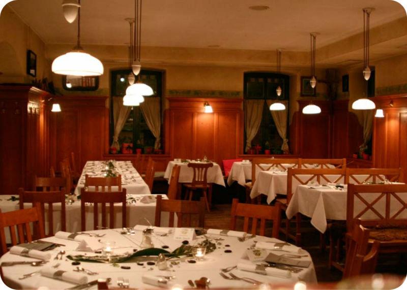 Beispiel: Gaststube eingedeckt, Foto: Gasthaus Inselkammer.