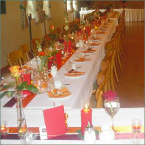 Beispiel: Tischdekoration, Foto: Gasthof Röhrl - Zum schwarzen Adler.