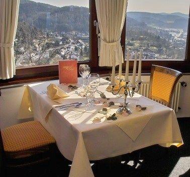 Beispiel: Restauranttisch mit Panoramablick, Foto: Schlossterrasse.