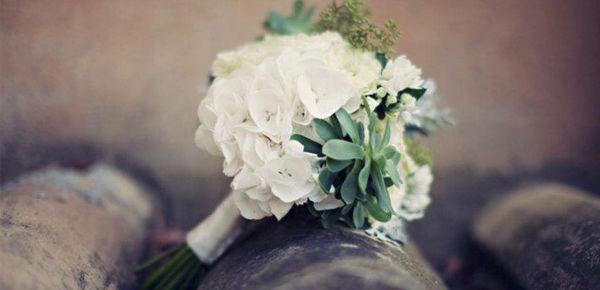 Ramo de novia con crassas, para una novia de estilo natural y desenfadado.  http://lafloreria.net