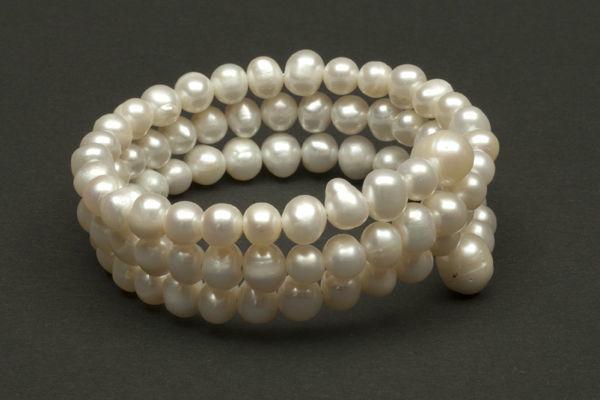 Beispiel: Perlenarmband, Foto: Monarosa.