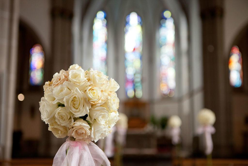 Beispiel: Kirchendekoration, Foto: Flower & More.