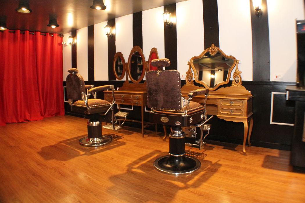 Barbearia Circus: penteadeiras vintage e cadeiras de barbeiro restauradas. O processo de barbear inclui toalha quente, produtos especializados e uma dose de Jameson (Crédito: Fernando Augusto)