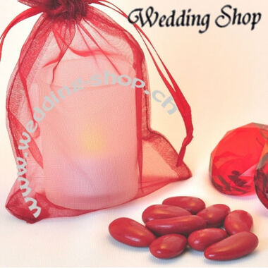 Beispiel: Mandeln und Säckchen in einer Farbe, Foto: Wedding Shop.