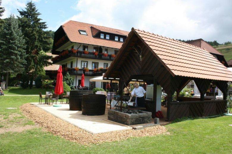 Beispiel: Außenanlage, Foto: Hotel-Restaurant Zum Fröhlichen Landmann.