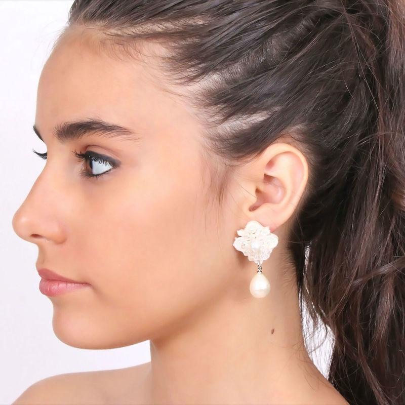 Arya Italian Jewels - Gioielli Sposa e Matrimonio - Orecchini ricamati con strass Swarovski  e perla