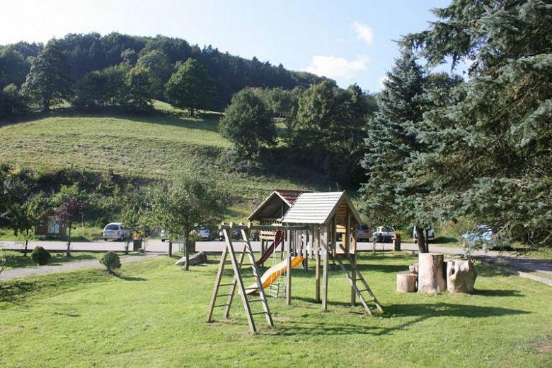 Beispiel: Spielplatz, Foto: Hotel-Restaurant Zum Fröhlichen Landmann.
