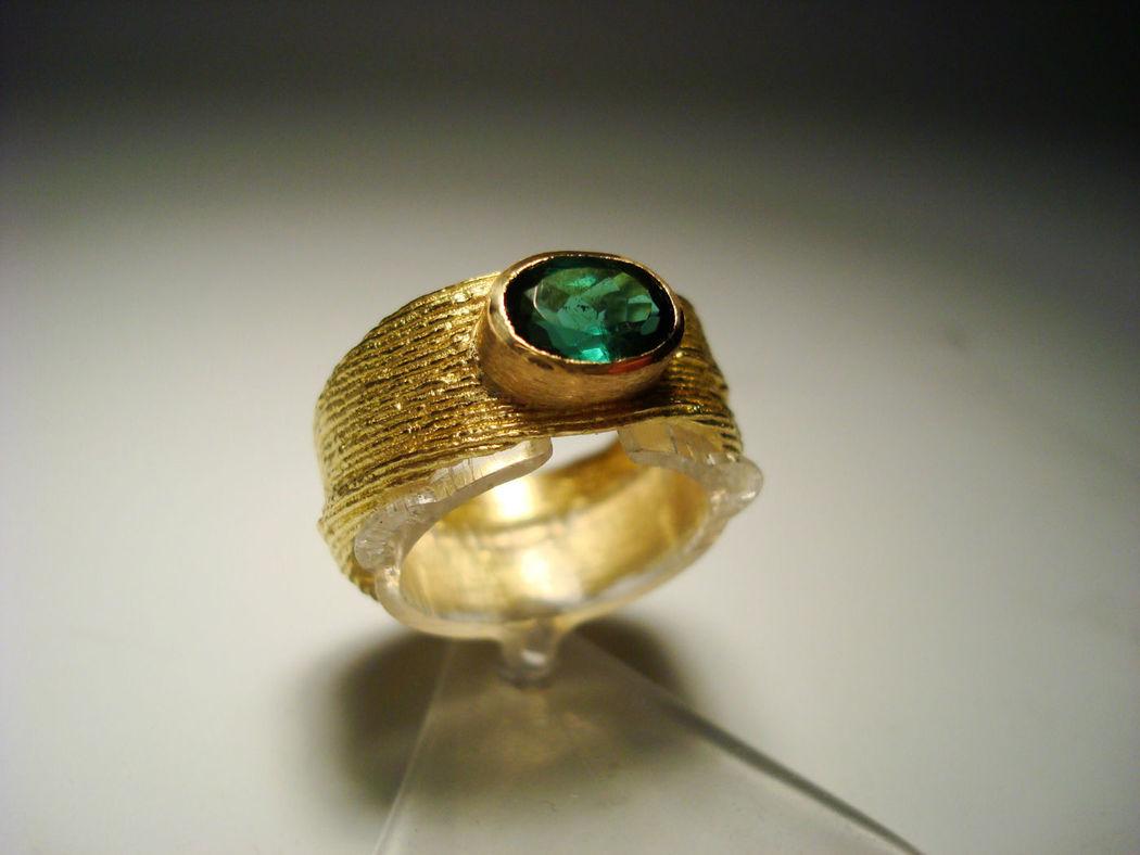 Beispiel: Trauringe - Gold/Sepia, Foto: Krumpholz - Goldschmiede & Manufaktur.