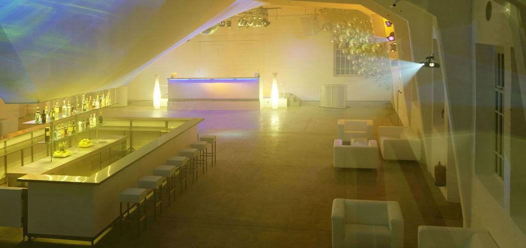 Beispiel: Saal bei Nacht, Foto: Nordlicht Events.