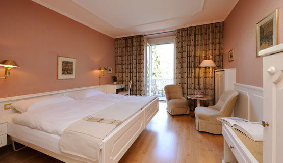 Beispiel: Zimmer im Hotel, Foto: Schweizerhof Flims.