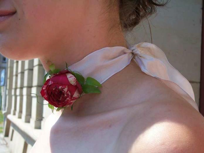 Beispiel: Halsband, Foto: INSBESONDERE Floristik.