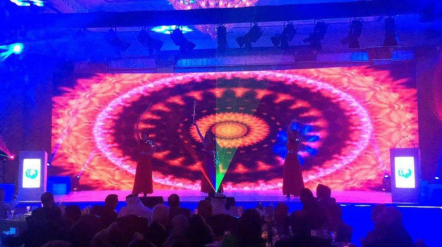 скрипично- световое шоу в разгар свадебного банкета
