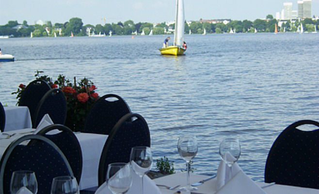 Beispiel: Terrasse / Alsterblick, Foto: Alsterköche im Ruderclub Favorite Hammonia.