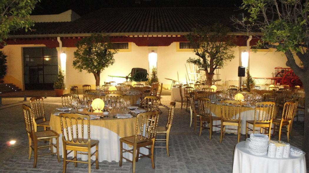 Museo del Enganche. Patio de los Naranjos. Cena exterior