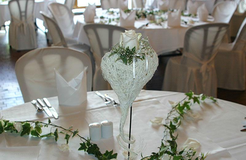Beispiel: Blumenschmuck für den Hochzeitstisch, Foto: myflower.