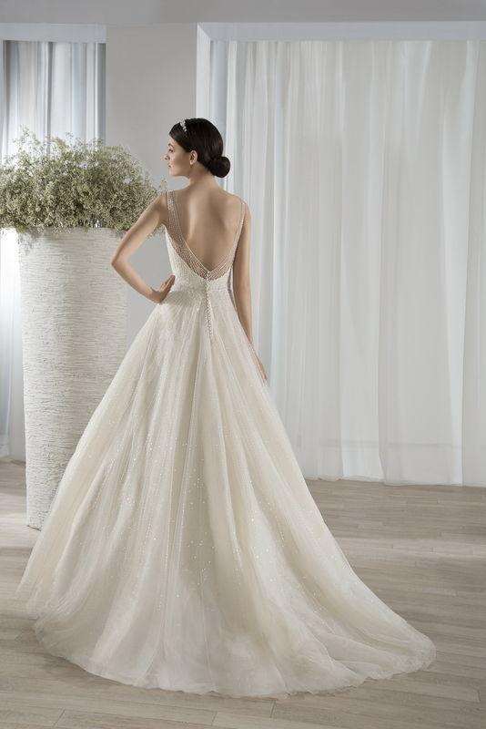 Robes de mariée Demetrios par Déclaration Mariage à Sceaux près de Paris