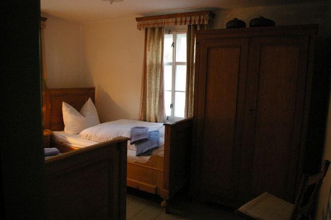 Beispiel: Pensionszimmer, Foto: Schmiedelandhaus.