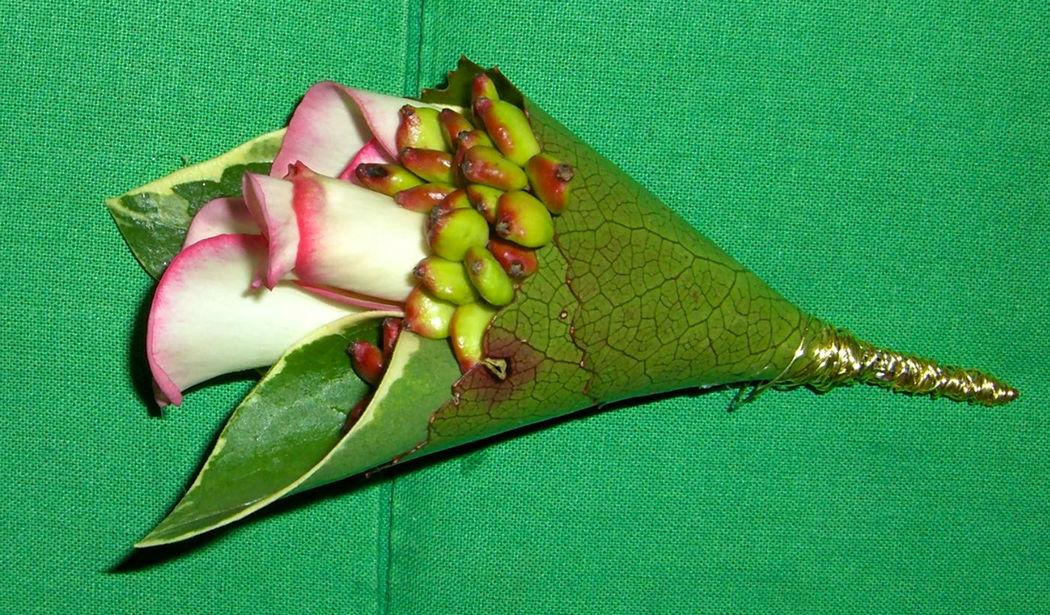 Beispiel: Anstecker, Foto: Blumen Loos.