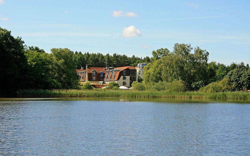 Beispiel: Außenansicht - See, Foto: Hotel am See Sommerfeld.