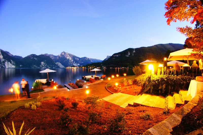 Beispiel: Abendliche Beleuchtung, Foto: Seecafe Restaurant Spitzvilla.