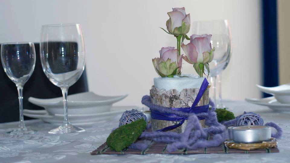 Beispiel: Floraler Tischschmuck, Foto: Festdeko.