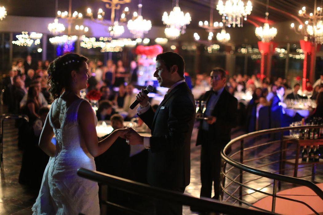 Matrimonio Castillo Hidalgo, con decoración de lámparas de cristal