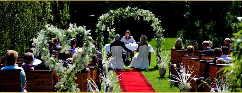 Beispiel: Trauung im Garten, Foto: Molino.