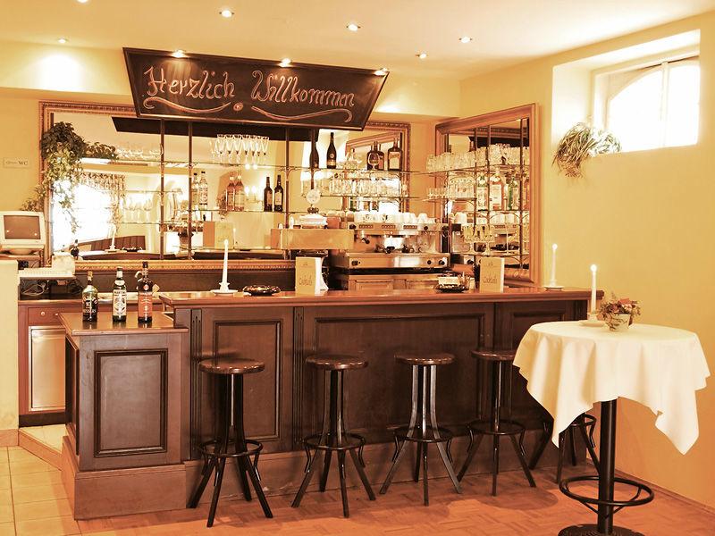 Beispiel: Bar im Schlossherren-Restaurant, Foto: Pöstlingberg Schlössl.