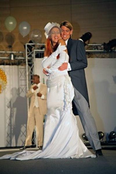 Beispiel: Elegante Brautmode, Foto: Beran BrautCouture.