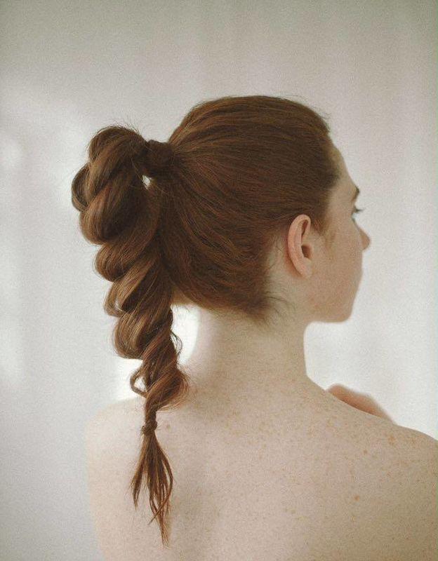 Coleta trenzada  Por Ube Hairstyle @ubehairstyle Fotografía de Martina Matencio @lalovenenoso