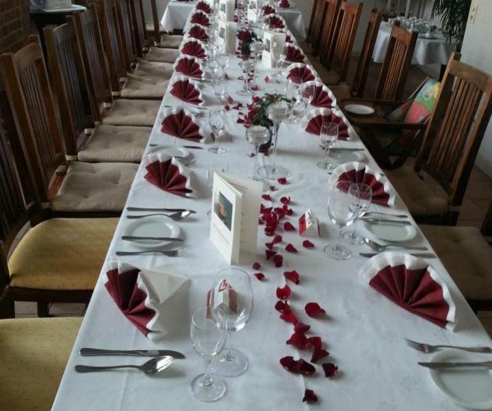 Beispiel: Hochzeitstafel, Foto: Alte Straßenmeisterei.