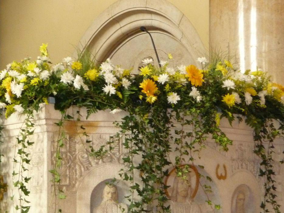 Beispiel: Blumenschmuck für die Kirche, Foto: Blumenhaus Frei.