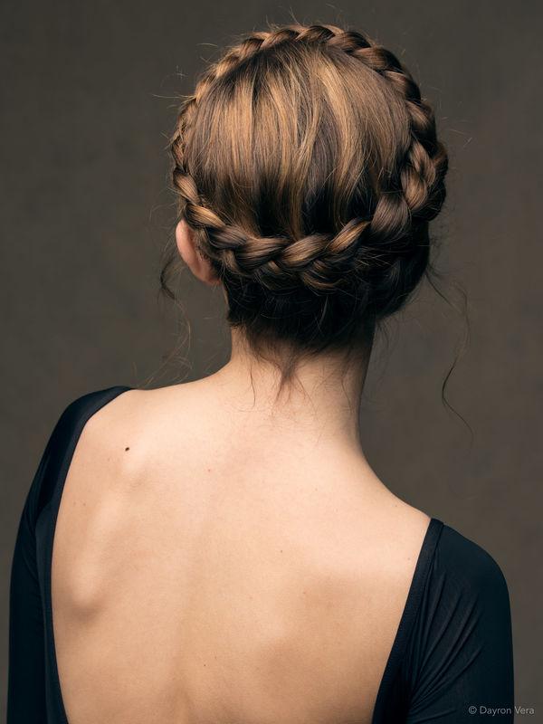 Trenza corona. Por Ube Hairstyle @ubehairstyle Fotografía de Dayron Vera @dayvera