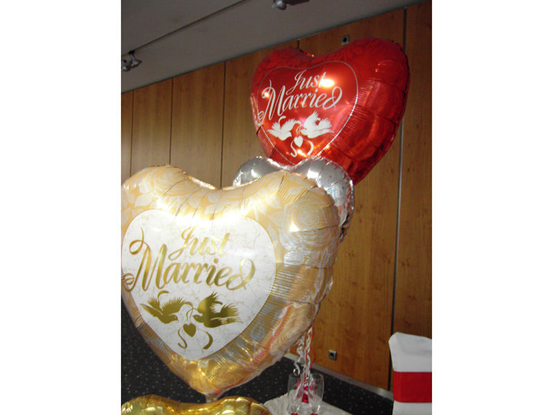 Beispiel: Hochzeitsballons, Foto: Dreamballoon.